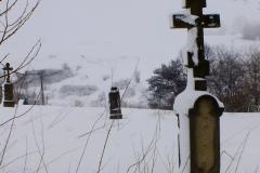 Cerkwisko i zaniedbany cmentarz łemkowski