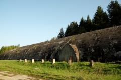 Bunkier kolejowy w Stępinie zbudowany w latach 1940-41, długości 382 m i szerokości 14 m.