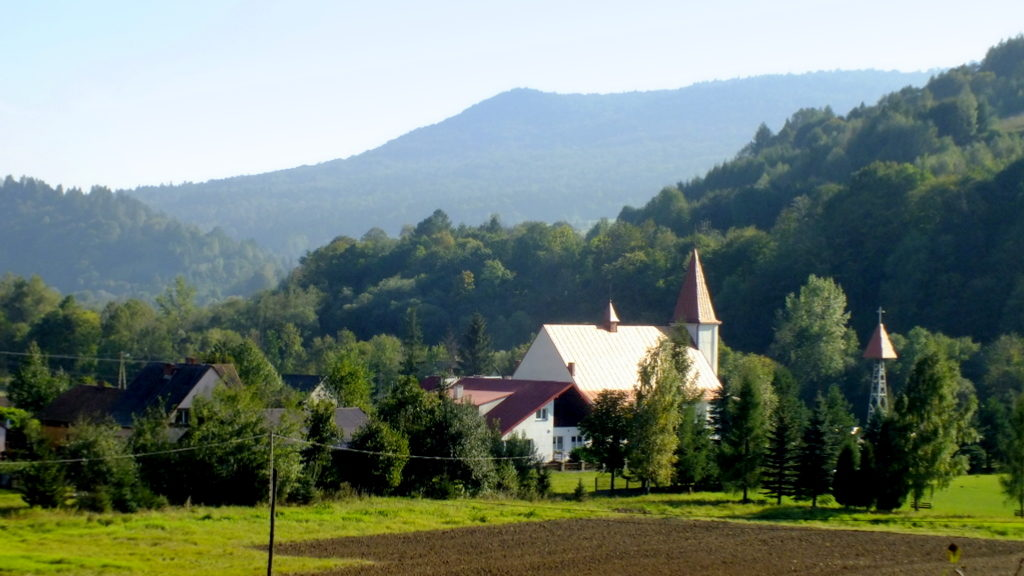 Widok na nowy kościół w Kątach.