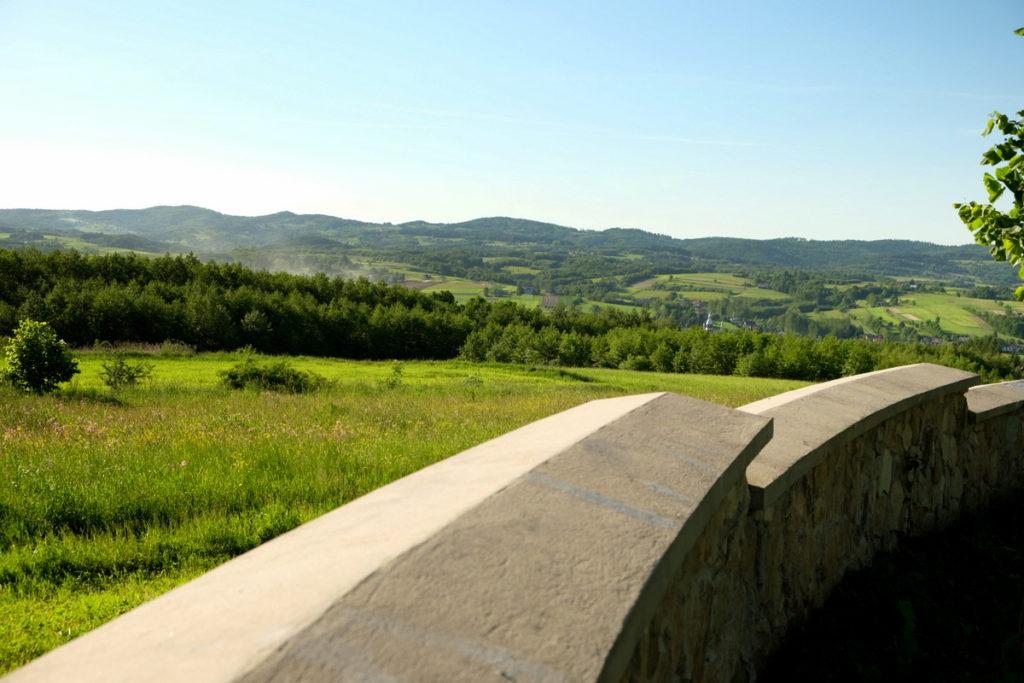 Pasmo Brzanki widziane z terenu cmentarza z I Wojny Światowej
