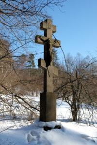 Jeden z najwyższych krzyży przydrożnych w Świerzowej Ruskiej autorstwa Mateja Cyrkota. Dwutonowy i wysoki na 460 cm - fundator Iwan Kańczuga 1883 r.