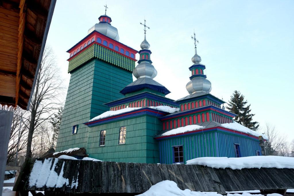 Świątkowa Wielka - dawna cerkiew greckokatolicka z 1757 r. p.w. Michła Archaniołóa - niedawno odmalowana.