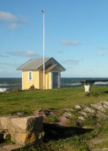 Znany symbol Torekov - Żółty budynek na klifie zbudowany w 1878 r. służył do obserwacji morza przez tzw. Pilota.