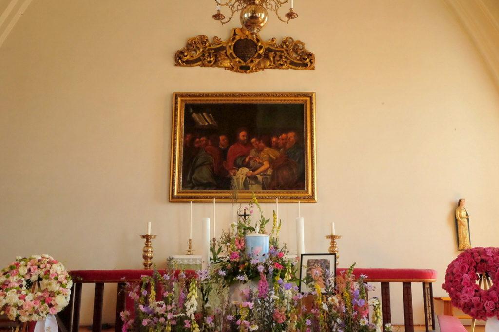 Olejny obraz ołtarza głównego nieznanego artysty z około 1700 r. Przedstawiający komunię św.