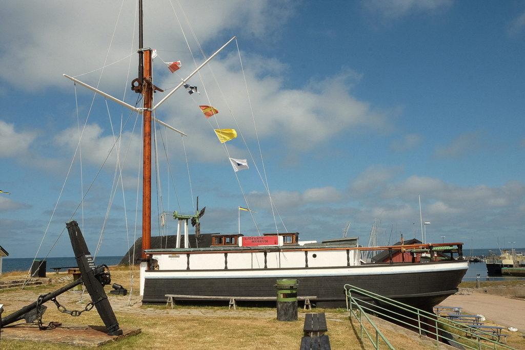 "Kotwica obok  statku ""Fram"" Muzeum Morskie w Torekov."