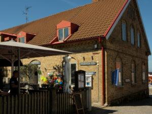 W tym budynku mieści się biuro informacji turystycznej - Turistbyrå.