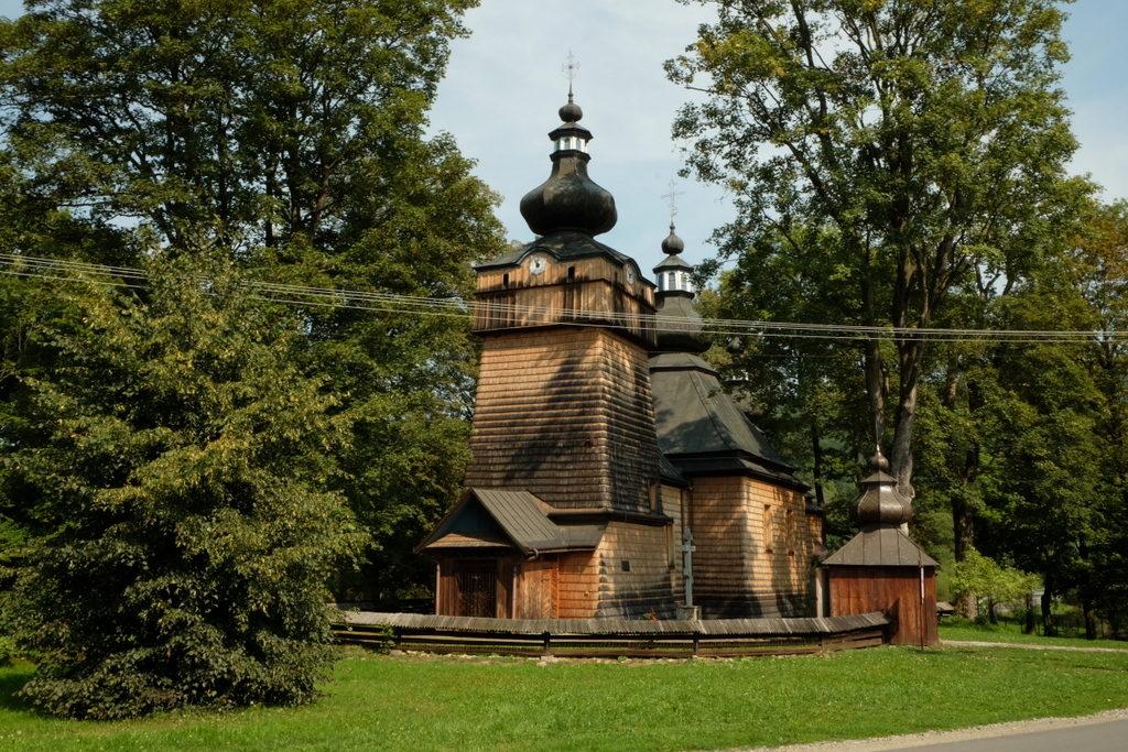 Hańczowa - cerkiew greckokatolicka z XIX w. p.w. Opieki Bogarodzicy (Pokrow), obecnie pełni rolę parafii prawosławnej pod tym samym wezwaniem. Zbudowana w stylu zachodniołemkowskim, konstrukcji zrębowej i jest kryta gontem.
