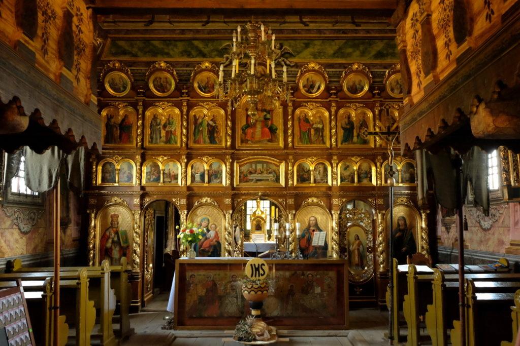 Kwiatoń - ikonostas z 1904 r. którego autorem był Michał Bogdański. Ściany cerkwi zdobi polichromia figuralno-architektoniczna z 1811 roku.