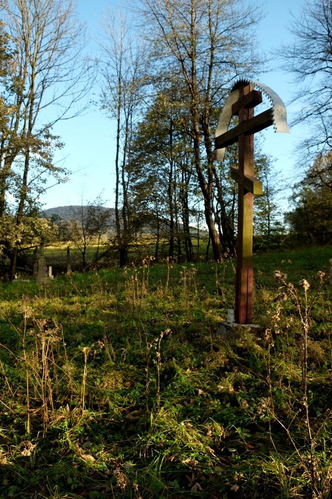 Krzyż ustawiony tu w 50-rocznicę akcji