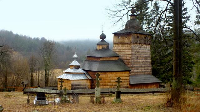 Widok na cerkiew w Wołowcu od północnej strony