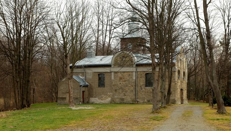 Murowana z kamienia cerkiew w Rozdzielu