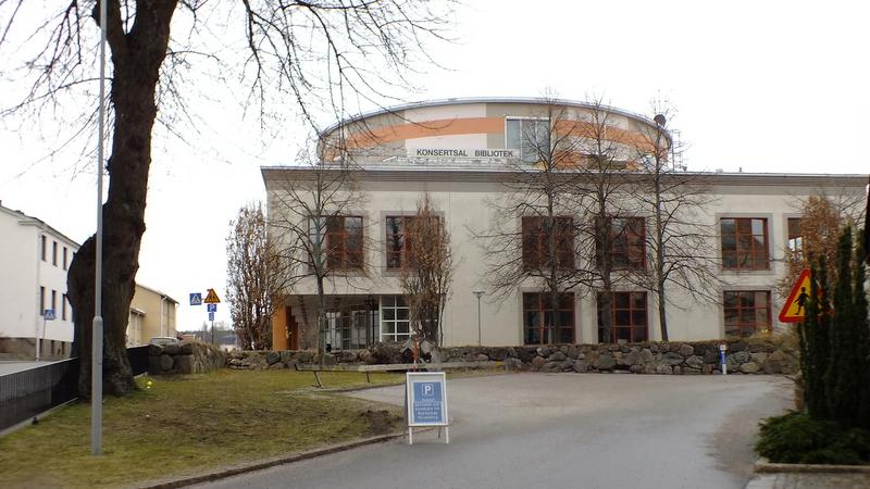 Sala koncertowa i biblioteka. w Nykoping