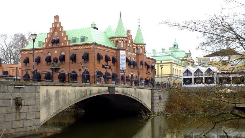 Sörmlands Sparbank nad rzeką Nyköpingsån.