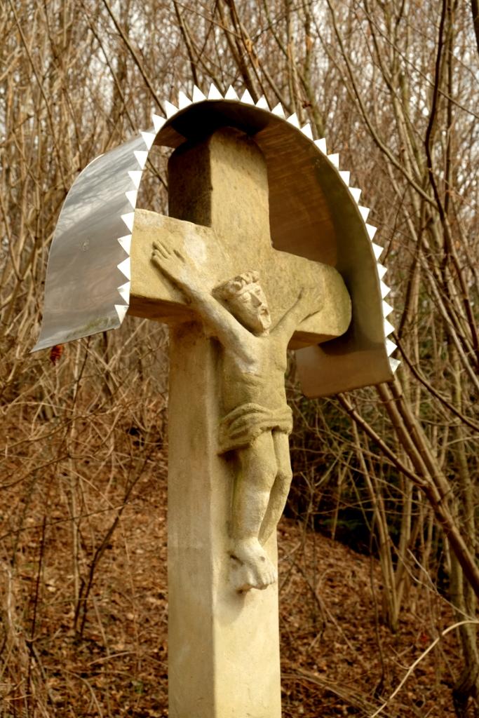 przydrożny krzyż kamienny